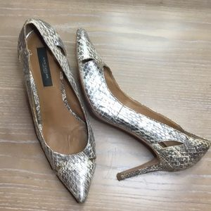 Ann Taylor pointed toe pump